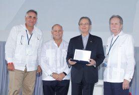 Alejandro Grullón reconocido por ser pionero banca RD