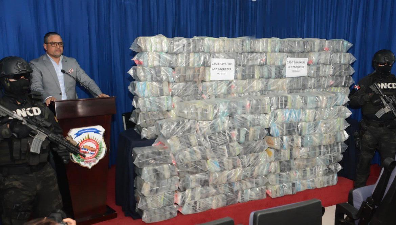 Higuey: Ocupan 682 paquetes de cocaína y arsenal de armas