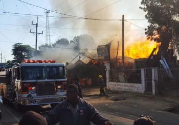 Fuego destruye negocios en Hato del Yaque
