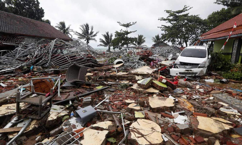 Suman 222 los muertos por tsunami en Indonesia