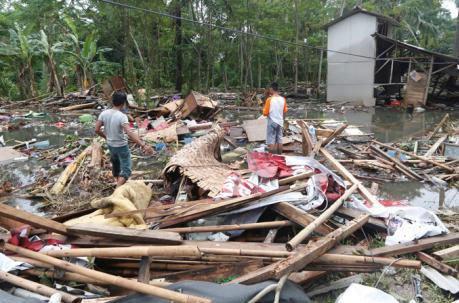 Indonesia: Tsunami deja al menos 430 muertos