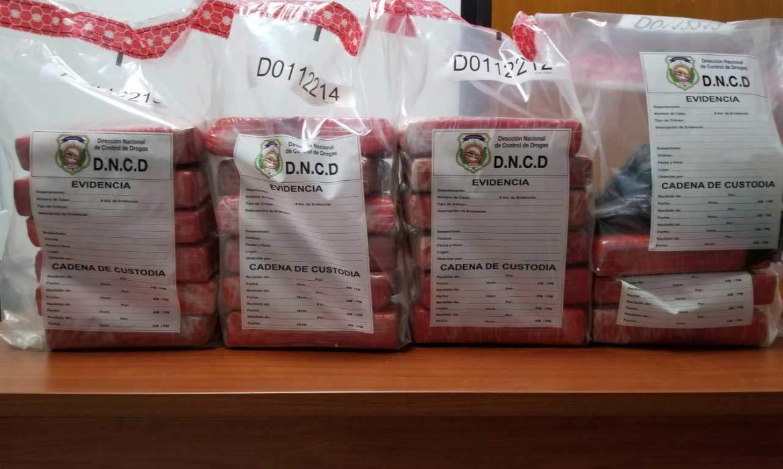 DNCD detienen dos hombres con 21 paquetes de Cocaína