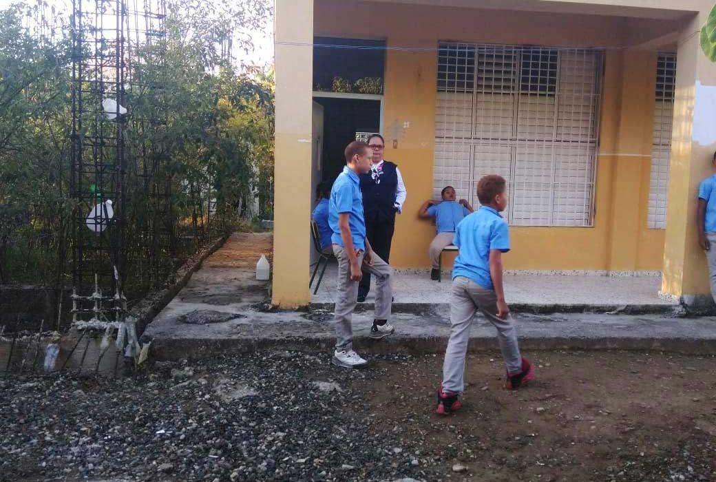 Directora escuela SFM confirma no hay baños