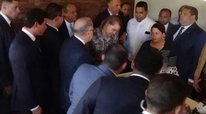 Danilo Medina asiste a funeral del esposo de Sonia Mateo