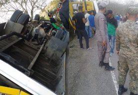 Cuatro accidentados autobús en Sajoma permanecen internos