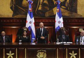 Danilo Medina dispone aumento salarios sector público