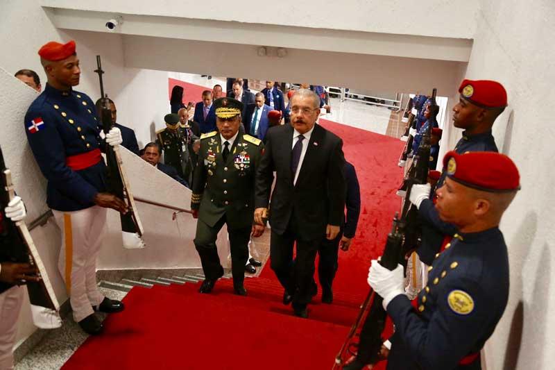 Danilo Medina salió anoche hacia Italia