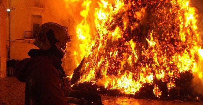 Hombre y 4 hijas mueren en fuego en NY