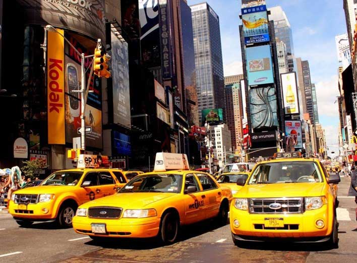 Entra en vigencia impuesto para taxis en Manhattan