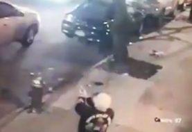 Policía NY presenta video joven disparándole a hombre sentado en carro