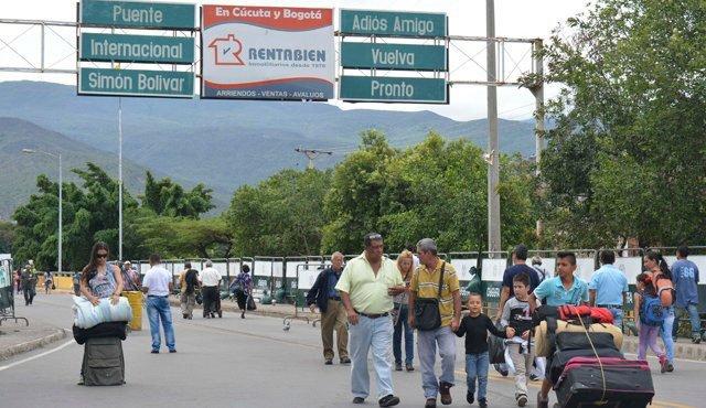 Venezuela anuncia cierre puentes fronterizos con Colombia