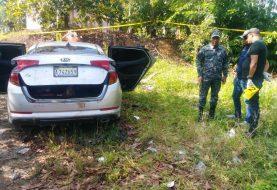 Dos hombres y una mujer asesinados en un Kia K5 en La Vega