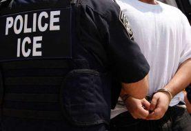 Dominicano arranca dedo de una mordida a oficial de la ICE