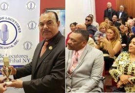 Círculo Locutores NY reconoce a Johnny Ureña