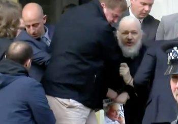 """""""Liberen a Assange o lo pagarán"""": Advierte Anonymous"""