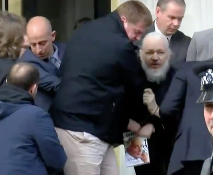 Piden juicio justo para fundador de WikiLeaks
