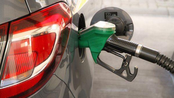 Gasolinas bajan; otros combustibles sufren alzas