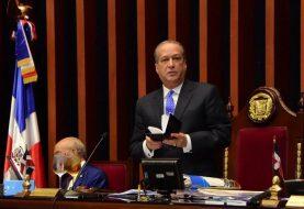 Reinaldo critica protesta de Leonel frente al Congreso