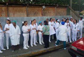 Enfermeras paralizan labores en el hospital Cabral y Báez