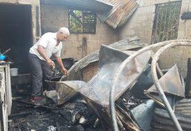 Varias casas destruidas y un negocio por fuegos