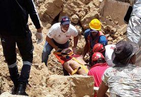 Un muerto y varias personas atrapadas en derrumbe en Santiago
