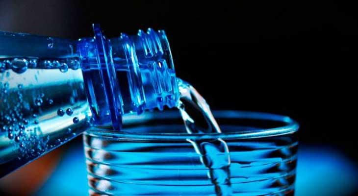UASD revela 30% agua embotellada no cumple indicadores de calidad microbiológica
