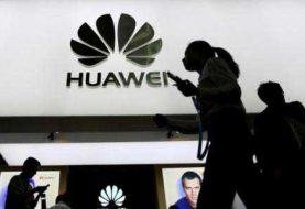 Más empresas suspenden venta de teléfonos Huawei