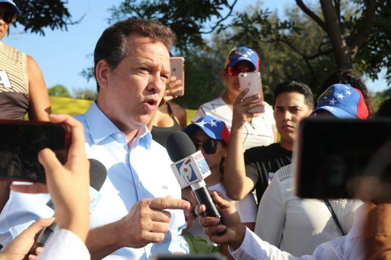 """Ito Bisonó pide al gobierno dejar """"doble  cara"""" y reconocer embajador de Guaidó"""