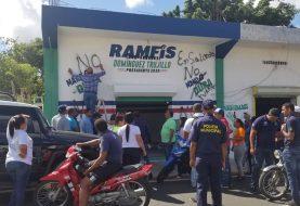 Pintan de negro local de Ramfis Domínguez Trujillo en Salcedo