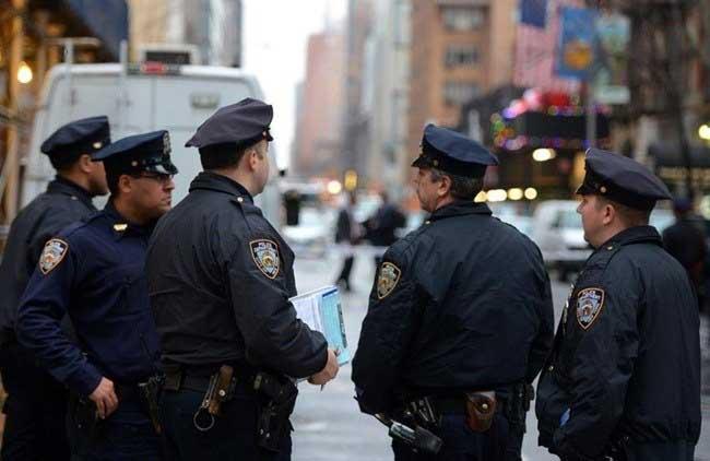 Policías NYC saldrán a las calles para combatir violencia este verano