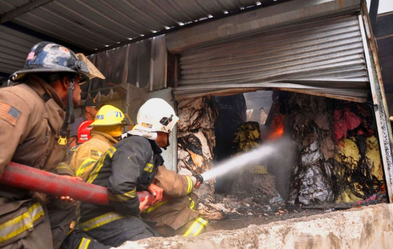 Puñal: Fuego consume fábrica procesadora de papel