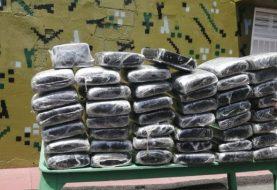 Ocupan a civil y dos guardias 46 paquetes de marihuana