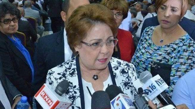 Alejandrina aclara que no favorece a ningún precandidato PLD