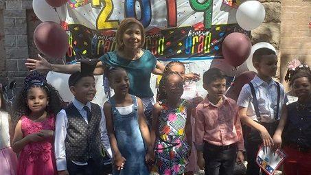 Miles de alumnos hispanos se gradúan en NY