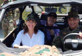 Embajadora de EE.UU. visita zona fronteriza