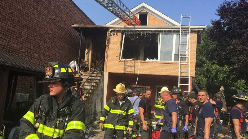 Tres personas de origen dominicano mueren durante fuego en Queens