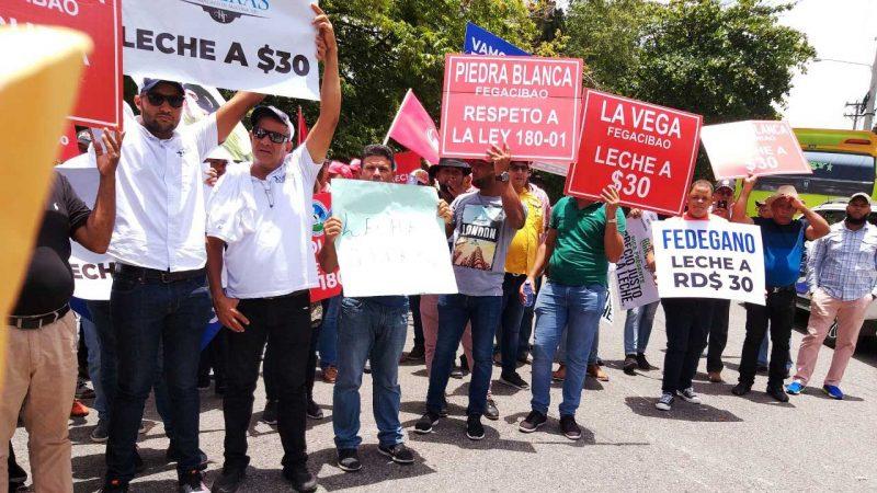 Ganaderos reclaman frente al Ministerio Agricultura