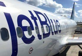 Tratan de emergencia dominicanos viajaban en avión JetBlue