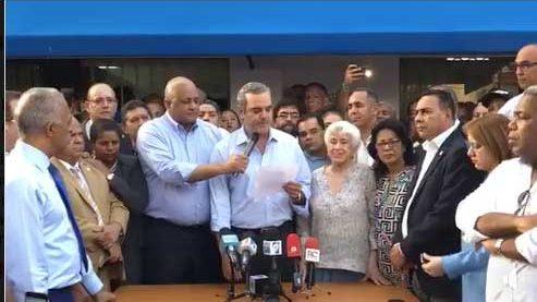 Abinader llama a protestas frente al Congreso
