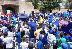 La oposición marcha contra la corrupción, impunidad y la reelección