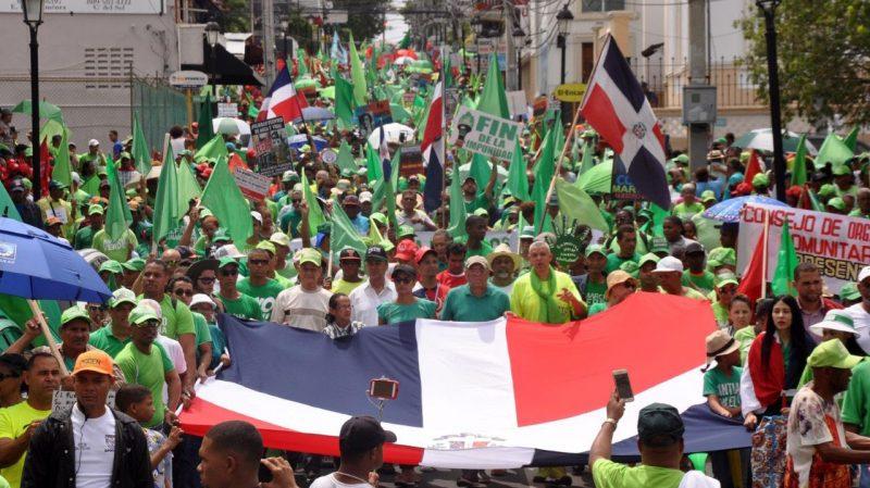 Cientos marchan contra la corrupción y la impunidad en Santiago