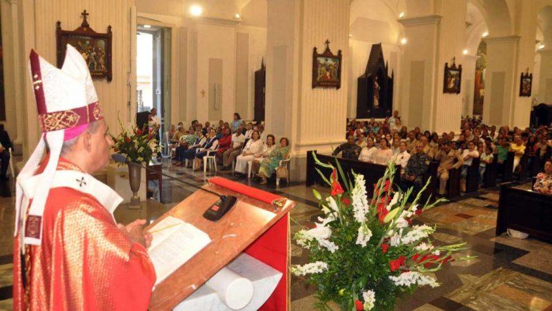 Monseñor Bretón pide a políticos ser servidores población
