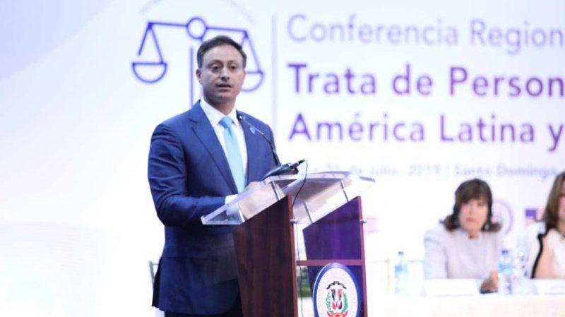 Procurador aboga por nueva ley contra la trata de personas