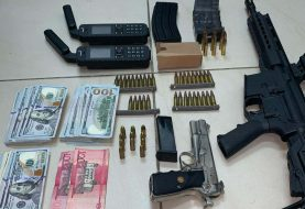 DNCD ocupa fusil, armas cortas y dólares