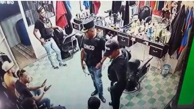 Suspenden agentes DNCD Montecristi por vídeo redes sociales