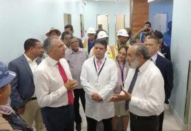 Peralta supervisa trabajos hospital Cabral y Báez