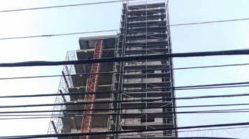 Haitianos mueren al caer de piso 18 torre de Santiago