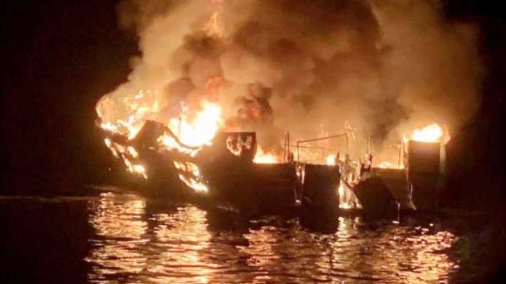Unas 34 personas habrían muerto al incendiarse bote en California