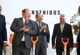 Presidente Medina encabeza acto expansión empresa