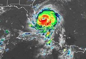 Huracán Dorian sigue estacionario en Gran Bahama